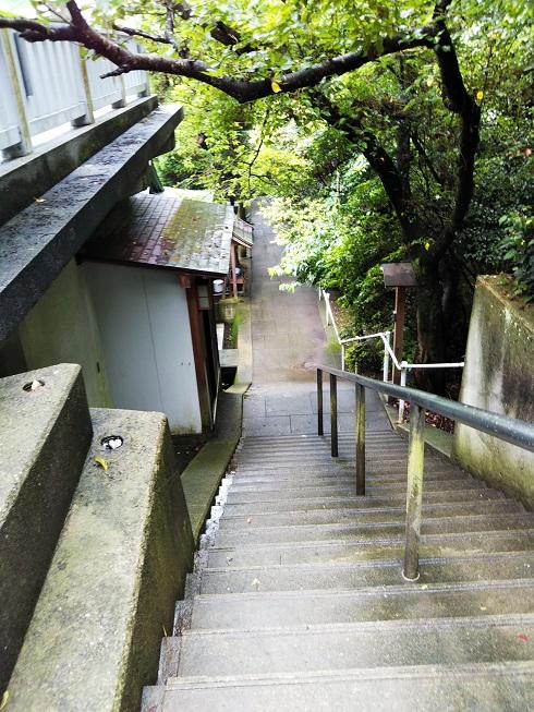 大連神社への階段