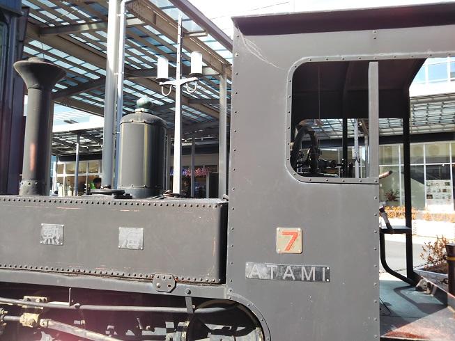 熱海駅前の汽車